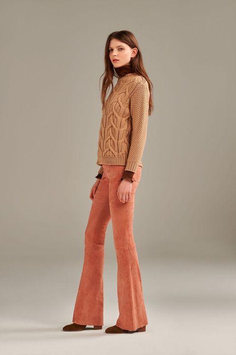 """<p><a href=""""http://www.theseafarer.com"""">Seafarer</a> e <a href=""""https://www.dromedesign.it/it/"""">DROMe</a>, insieme per dettare le tendenze pantalone della moda 2016. Il primo è un'icona del jeans indossato da celebrities del passato come Brigitte Bardot, Jane Birkin, Ursula Andress o Jacqueline Bisset e da icone dei giorni nostri del calibro di Jessica Alba, Julia Roberts, Carine Roitfeld e Ines de la Fressange. L'altro ha rivoluzionato la pelle, trasformandola in un vero e proprio tessuto trendy e perfetto per ogni look. Uniti, nel nuovissimo pantalone con tasche frontali in pelle-stretch. Il modello riprende lo storico jeans Penelope di Seafarer, ma non più in denim; per questa stagione si veste, infatti, di camoscio. Cinque le tonalità, tutte very DROMe. Quando sarà possibile indossarlo? A partire dal mese di Luglio!<br></p>"""