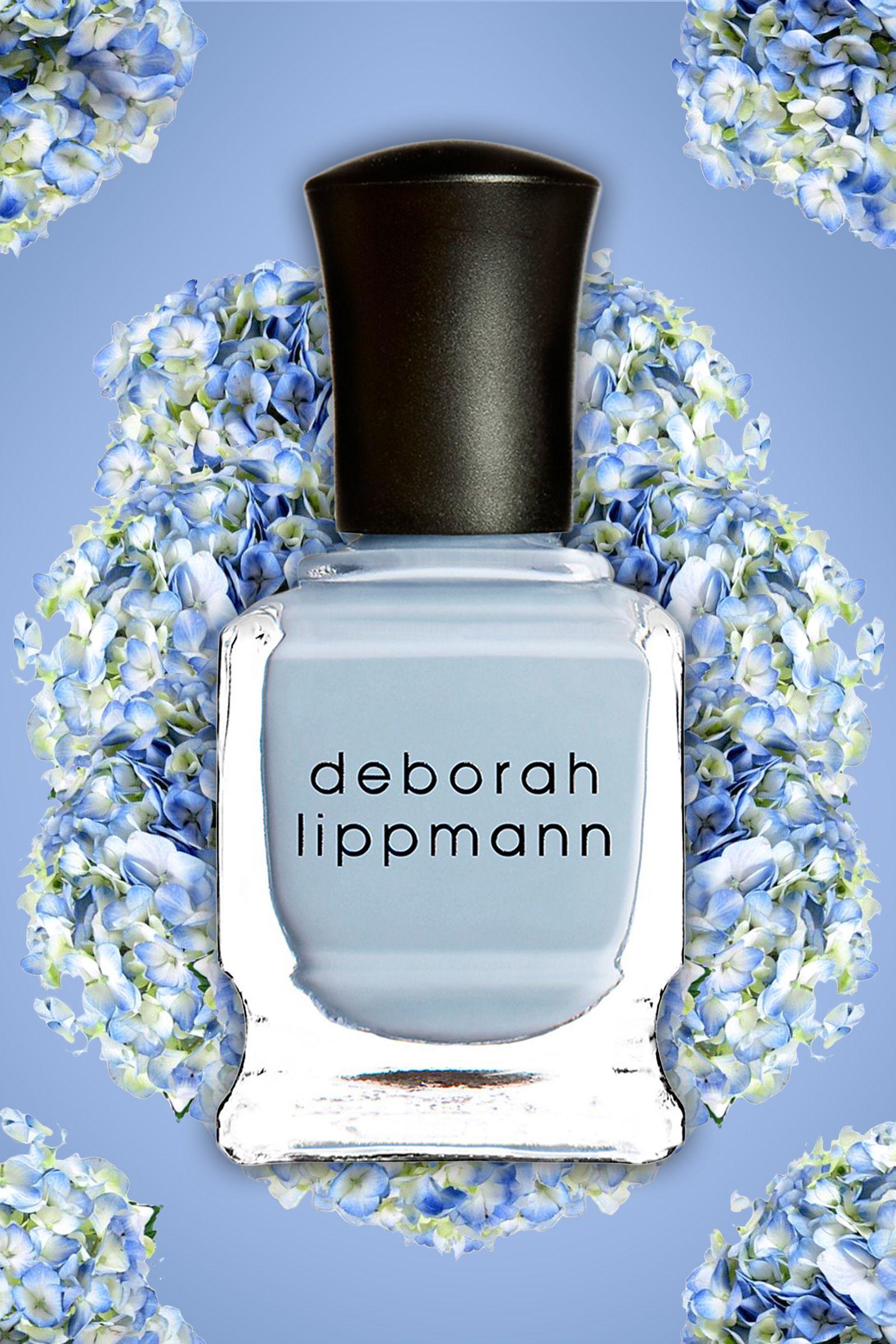 <p> Uno smalto cremoso blu (o anche del colore pastello che preferite) è versatile e perfetto per la primavera. Gli smalti pastello opalescenti sono il nuovo neutro dal momento che possono abbinarsi in mille modi. </p>