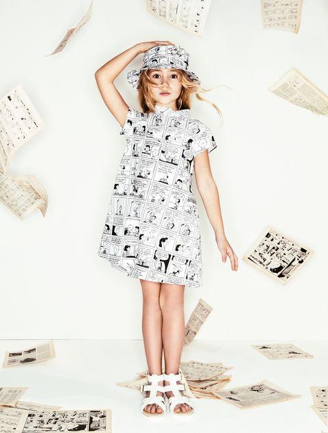 <p><strong></strong>Per Olimpia, le strisce dei Peanuts stampate sull'abito di cotone e sul cappello coordinato Fay Junior, indossato con sandali bianchi Lelli Kelly. <span></span></p>