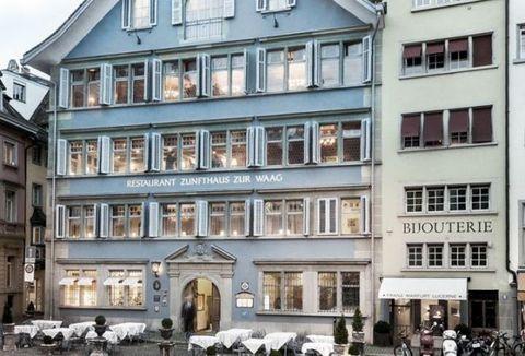 """<p>La <a href=""""http://zunfthaus-zur-waag.ch"""">Zunfthaus zur Waag</a>, dove si è svolta la prima serata Dada, oggi è un indirizzo gourmand dal décor elegantissimo e dalla cucina creativa. Piatto consigliato: il delizioso spezzatino di vitello alla panna, così tenero da sciogliersi in bocca. Arte e gastronomia s'incontrano anche al <a href=""""http://kronenhalle.ch"""">Kronenhalle</a>, un locale storico talmente pieno di quadri da sembrare un museo, con un'intera sala dedicata a Chagall.</p>"""