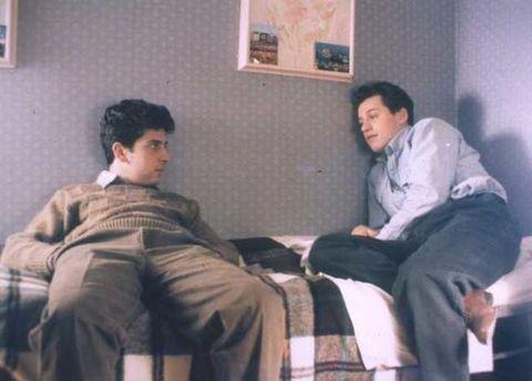 <p>Stefano Accorsi, però, ha già esperienze di lavoro. Nel 1991 ha vent'anni e gira questo film, nel ruolo di uno dei due figli di una madre che, delusa dal marito, trova rifugio a St. Louis. Il regista è Pupi Avati.</p>