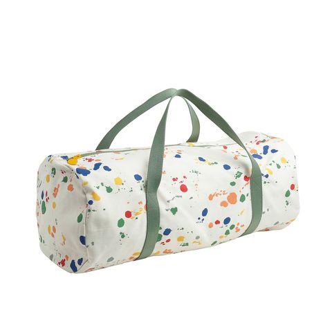 <p>Borsone porta-tutto con macchie multicolor, Stella McCartney Kids.</p>