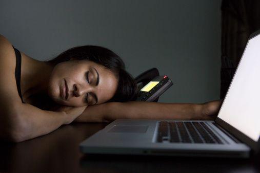 <p>Banditi anche i tablet e i pc, che devono essere spenti almeno un'ora prima di coricarsi. Anche la tv andrebbe spenta un'ora prima di andare a dormire e mai lasciata accesa durante la notte.</p>