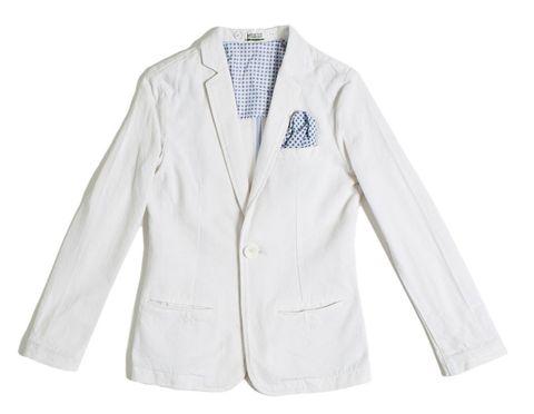 <p><strong></strong>Giacca in cotone di Y-Clù. Abbinata a bermuda azzurri e camicia oxford è da vero principino.</p>