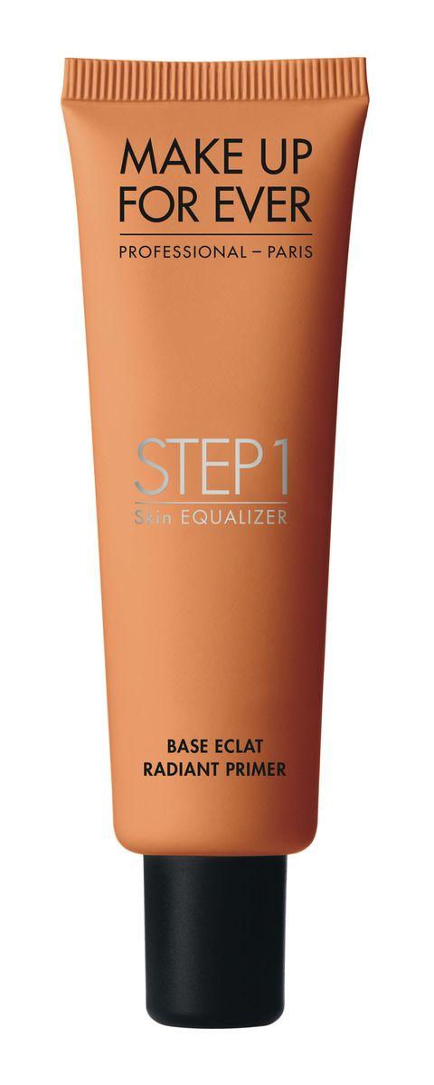 <p>Una base colorata che dona luminosità ad ogni tipo di pelle: Step 1 Skin Equalizer Base Eclat di Make up Forever (5 tonalità - € 36,00).</p>