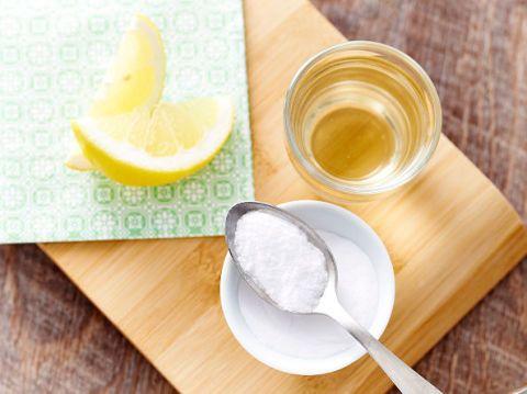 Bicarbonato di sodio: proprietà, benefici e usi in cucina e nella beauty routine