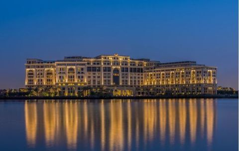 """<p>Proprio sulle sponde del Creek, da poco è stato inaugurato un nuovo indirizzo del lusso: <a href=""""http://palazzoversace.ae"""">Palazzo Versace</a>, hotel tutto oro, marmi e mosaici, subito prenotato dai creativi più cool di tutto il mondo.</p>"""