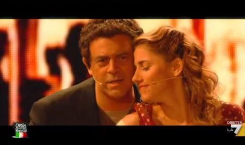 """<p>Cominciamo da <a href=""""https://www.youtube.com/watch?v=gp8fluAwT1k"""" target=""""_blank"""">Antonio Banderas</a> nei panni del fornaio del mulino che tutti conosciamo: comicamente sensuale. </p>"""