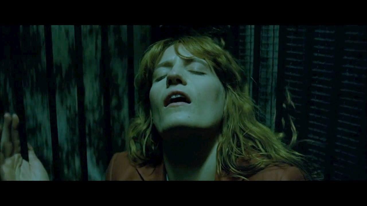 """<p>Di tutt'altro genere il reale di Florence + The Machine: la più indie delle rock star ha infatti rilasciato <em><a href=""""https://www.youtube.com/watch?v=SCM8Qf3eGMQ"""" target=""""_blank"""">The Odyssey</a></em>, un cortometraggio pensato insieme a Vincent Haycock, che ne ha curato la regia. Si tratta di un vero e proprio film di 47 minuti che riunisce insieme tutti i video musicali delle canzoni dell'ultimo album della cantante. Diviso in capitoli, il corto (che è disponibile sul sito ufficiale della cantante: florenceandthemachine.net<span class=""""redactor-invisible-space"""">) segue, a dire del regista, <span class=""""redactor-invisible-space""""> il viaggio cinematografico di Florence attraverso una tempesta di dolore<span class=""""redactor-invisible-space"""">»<span class=""""redactor-invisible-space"""">. Non propriamente allegro, insomma, ma di certo ad alta intensità. </span></span></span></span></p>"""