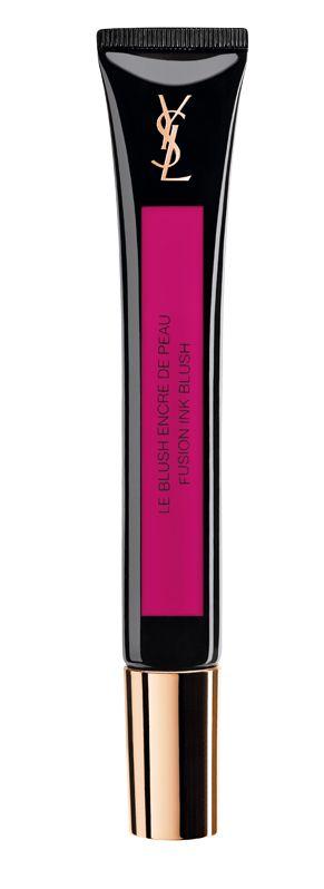 <p>Un blush da effetti speciali, perfetto per la sera. Delinea gli zigomi creando un'ombreggiatura modulabile. Le Blush Encre de Peau, <strong>Yves Saint Laurent</strong> (€ 33,95).</p>