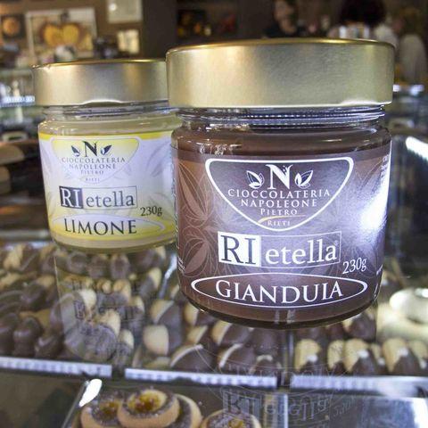 <p>Tappa obbligata per un dolce doc: la crema spalmabile al cioccolato Rietella, golosissima grazie a una particolare ricetta locale top secret. Cioccolateria Napoleone, piazza Oberdan 75. </p>