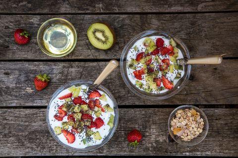 <p>Falla sempre, tutti i giorni: eviterai di arrivare affamata a pranzo. Scegli un frutto, insieme a qualche galletta di riso o fetta biscottata con un velo di marmellata. Preferisci al posto del caffè il tè verde o l'orzo. </p>