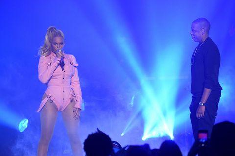 Beyonce è stata tradita da Jay Z? Nel nuovo disco la cantante rivela i retroscena di un tradimento e accusa una Becky dai bei capelli.