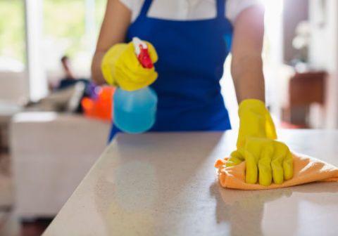 <p>Le faccende domestiche il sabato o la domenica sono, diciamocelo, un incubo lucido. Ma per ovviare allo strazio di un weekend di fatica c'è <strong>Helpling</strong> (<em>helpling.it</em>) l'app per trovare una persona fidata che ti dia una mano. Basta inserire data, ora ed esigenze di pulizia per prenotare una colf selezionata che si prenderà cura della vostra casa.</p>
