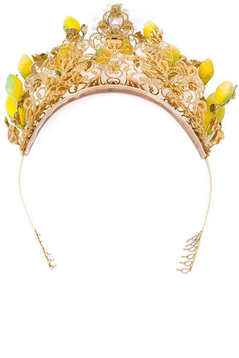 <p>Ispirazione al Sud Italia per questa tiara oro con rappresentati i limoni, Dolce & Gabbana.</p>