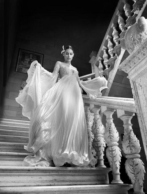 <p>Tessuti leggeri e impalpabili percorsi da giochi di plissè e volant: è questo il dna della collezione 2017 Grace di Alessandra F Couture. Nuova e iper femminile, in una parola: Grace. Come la principessa-icona senza tempo!</p>
