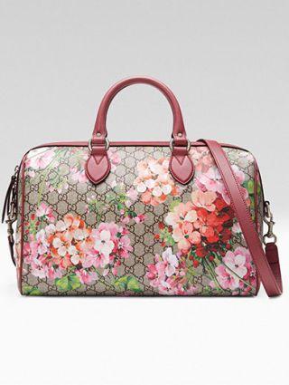<p>Con fiori e stampa logo, Gucci.</p>
