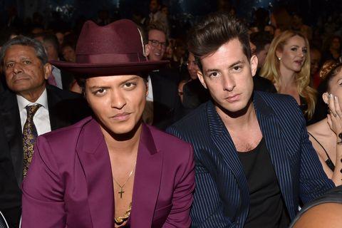 """<p>Uscito nel 2014, """"Uptown Funk"""" di Mark Ronson, in collaborazione con Bruno Mars, ci ha fatto ballare fino allo sfinimento nel 2015, anche grazie ad un divertente e coloratissimo videoclip.</p>"""