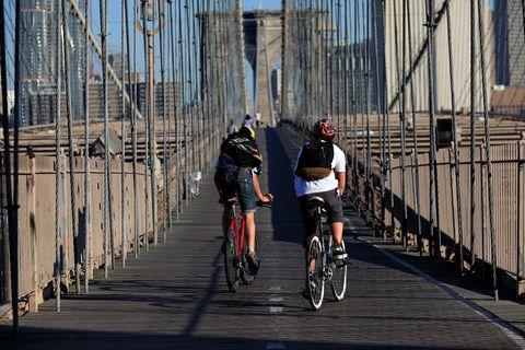 <p>Sono molti i moli di New York che offrono lezioni di fitness: al Pier 46 c'è Circuit of Change, che il mercoledì alle 18.45 offre allenamento pliometrico, yoga, arti marziali, ginnastica e meditazione. All'interno dell'Hudson River Park invece - in numerose location tra cui Pier 26, Pier 40, Pier 66, Pier 84 e Pier 96 - è possibile praticare kayak lungo il fiume. Sono disponibili lezioni sia per principianti che per esperti.</p>