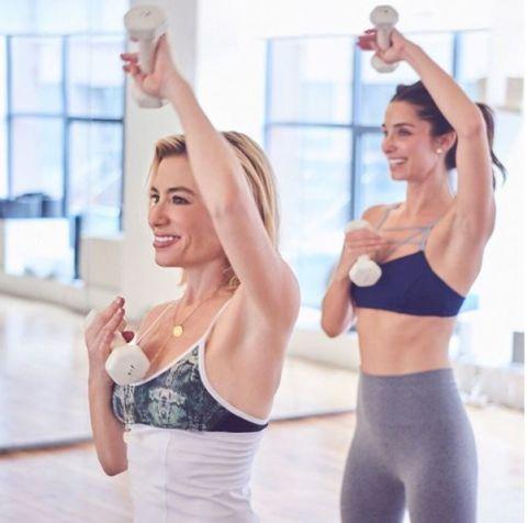 <p>E' stata Gwyneth Paltrow a presentarci la sua personal trainer Tracy Anderson (@tracyandersonmethod), che la aiuta a tenersi in forma. Le due hanno anche aperto insieme una palestra.</p>