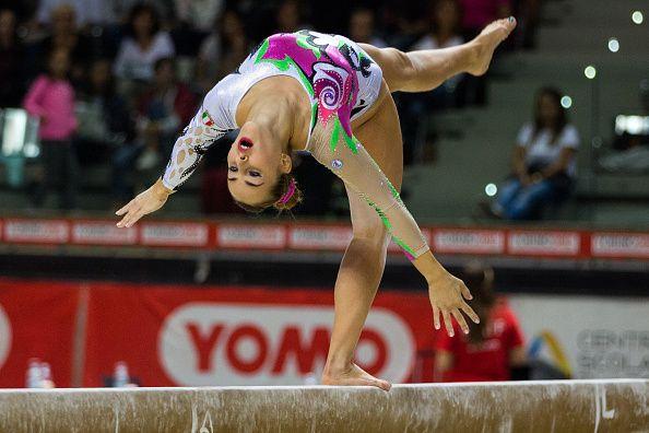 <p>Dopo essersi dovuto fermare per un po', a causa di un virus debilitante prima e di un infortunio poi, la ginnasta <strong>Carlotta Ferlito</strong>, nota anche per essere la protagonista dello show di Mtv <em>Ginnaste - Vite Parallele</em>, si deve ancora conquistare il suo posto nella squadra italiana che andrà a Rio. Lei, che è tenace come poche, ce la metterà tutta, noi le auguriamo di non solo di farcela ma anche di fare una grandiosa Olimpiade.</p>