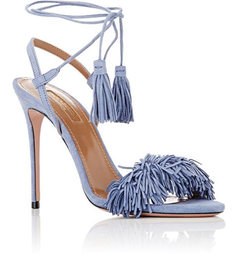 <p>Con doppio laccio alla caviglia e nappine, Aquazurra.</p>