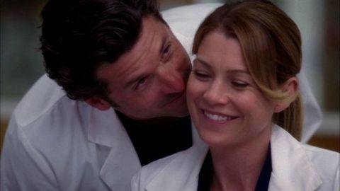 <p><strong><em>Grey's anatomy</em> </strong>nasce nel 2005 da un'idea di Shonda Rhimes, che proprio sul successo di questa serie ha creato un vero e proprio impero (e i successi futuri di <em>Scandal</em>, <em>Le regole del delitto perfetto</em> e <em>The Catch</em>). Lo staff all'opera è quello del Seattle Grace Hospital e la protagonista principale è la tirocinante Meredith Grey (Ellen Pompeo). Intorno a lei si muovono i suoi compagni di tirocinio e lo staff medico del Grace nel quale lavora il responsabile di neurochirurgia Derek Sheperd (<strong>Patrick Dempsey</strong>). Tra i due nasce un rapporto sporadico all'insaputa dei ruoli all'interno della struttura. Talmente sporadico che dura 11 stagioni fino alla tragica morte di Derek. Ma la vita continua, la serie anche e oltre tutto sembra godere ancora ottima salute.   </p><p><strong>Curiosità:</strong> ogni episodio è contraddistinto nella versione originale dal titolo di una canzone. </p><p>Da <em>Grey'Anatomy</em> è nato lo spin off <em>Private Practice</em> la cui protagonista era la ex moglie di Derek, la pediatra Addison Montgomery. </p>