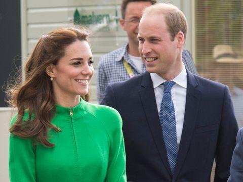 La duchessa Catherine di Cambridge e il principe William visitano il Chelsea Flower Show per ammirare il fiore dedicato alla principessa Charlotte.