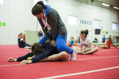 Giorgia Villa e le altre allieve dell'accademia internazionale di ginnastica artistica di Brescia si preparano alle Olimpiadi del futuro