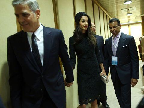 George Clooney, Richard Gere e Salma Hayek in udienza con le famiglie da papa Francesco dimostrano che per mantenersi giovani bisogna essere buoni