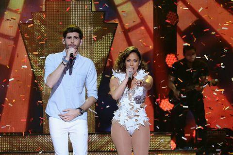 """<p>Jennifer Lopez ha raccontato di essere rimasta folgorata dalla performance di Alvaro durante un'ospitata a The Voice of Italy e di aver deciso la sera stessa di voler fare qualcosa con lui. Lui, dal canto suo, non riusciva a credere che fosse vero, fino a che non si è trovato J Lo davanti. Non ha detto nulla alla sua famiglia fino a registrazione finita: solo allora gliel'ha fatta sentire, senza dire con chi stava duettando, finché sua madre non ha esclamato «ma questa è Jennifer Lopez!»<span class=""""redactor-invisible-space"""">.</span></p>"""