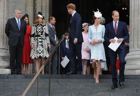 Ogni volta che Eugenia e Beatrice di York si fanno fotografare insieme a Kate Middleton vengono brutte: fotogallery dal royal wedding ai giorni nostri.