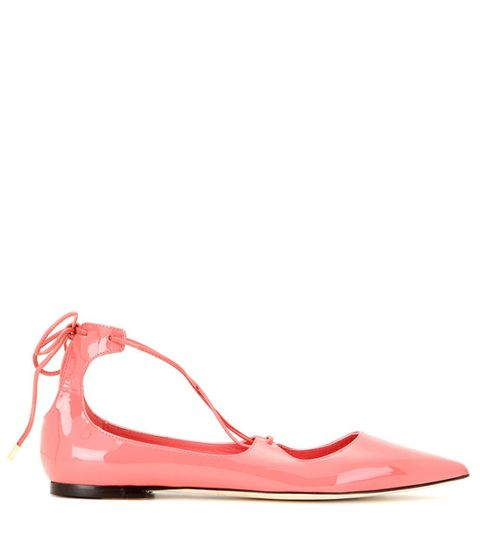 <p>Punta sfilata e rosa baby per le ballerine di Jimmy Choo.</p>