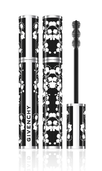 <p>Il pack inedito decorato con fiori di gipsofila bianca di Noir Couture Waterproof di Givenchy, s'ispira alla stampa dei tessuti della Maison della Tokyo Fashion Week. La formula riunisce il risultato estremo del maquillage di Noir Couture alla resistenza all'umidità per molte ore (30,90 euro). </p>