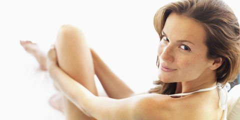 Hairstyle, Skin, Comfort, Shoulder, Elbow, Joint, Eyelash, Sitting, Beauty, Wrist,