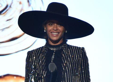 Il cappello non passa mai di moda, e per ogni tipo di donna c'è un modello da scegliere secondo occasione e personalità.