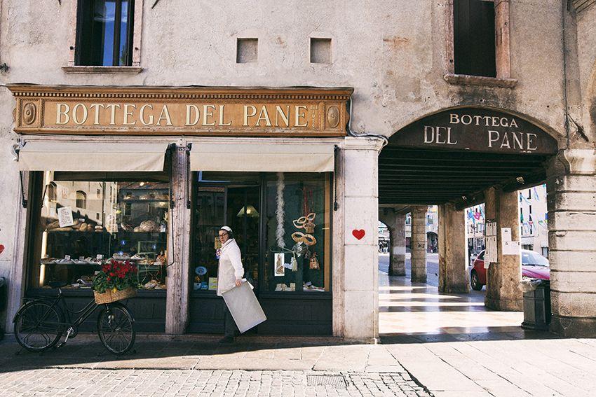 <p><i>Pizze </i><i>al trancio super golose.</i> La Bottega del Pane Beltrame, piazza Libertà 25. </p>