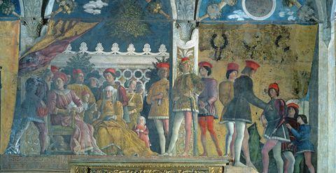 """<p>Tappa obbligata è la magnifica casa dei signori di<strong> Mantova</strong>, i Gonzaga, ovvero <strong>Palazzo Ducale </strong>(<em><a href=""""http://www.mantovaducale.beniculturali.it"""">www.mantovaducale.beniculturali.it</a></em>). Le pareti infatti sono state decorate da un vero genio del rinascimento, Andrea Mantegna. Sua la spettacolare <strong>Camera degli Sposi</strong>, in cui sono stati raffigurati tutti i personaggi che facevano parte della corte (signori della città compresi). Lasciati conquistare dal famoso oculo sul soffitto, dipinto dal basso verso l'alto, una vera e propria novità per l'epoca. Ma Palazzo Ducale proporrà anche una serie di mostre che spaziano dall'arte moderna a quella contemporanea, con un'attenzione particolare alla produzione locale. Tra quelle in programma: <em>Mantovarte - studi aperti</em>, che inaugurerà il nuovo spazio dedicato all'arte contemporanea del Museo, <em>Sonia Costantini/Josef Schwaiger chromospazio</em>, con opere appositamente realizzate dai due artisti contemporanei e un'esposizione dedicata ad Albrecht Dürer, <em>Incisioni e </em><em>influssi</em>.</p>"""