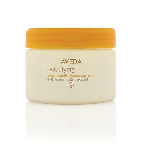 <p>Beautifying Radiance Polish di Aveda, esfolia delicatamentecon cristalli di sale di derivazione minerale, mentre nutre la pelle grazie auna miscela di oli vegetali.</p>
