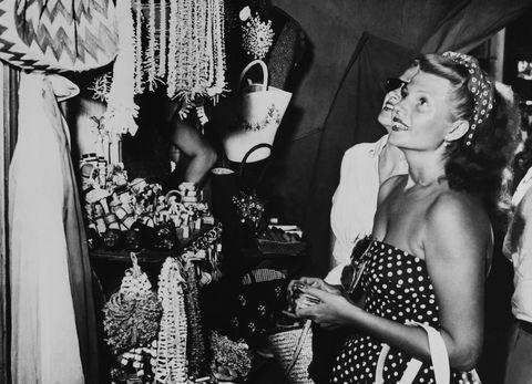 <p>L'attrice amava molto Capri, conosciuta anche per l'offerta di abbigliamento e mercatini tipici.</p>