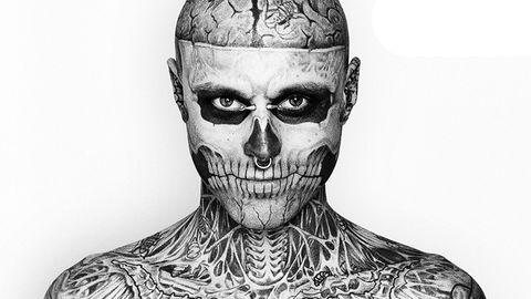 <p>Il tatuatore Frank Lewis ha una grande fortuna: il suo più grande capolavoro infatti è ammirabile in tutto il mondo, essendo una vera e propria pubblicità umana. E' stato lui infatti a trasformare il modello canadese Rick Genest in Zombie Boy. Sicuramente ti ricordi di lui dato che è comparso nel videoclip di Lady Gaga <em>Born This Way</em>, incredibile vero?</p>
