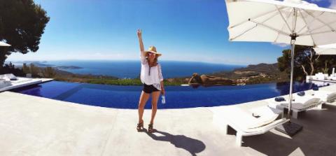"""<p>L'attrice ha salutato Ibiza dopo una vacanza con le amiche e la famiglia. —<a href=""""https://www.instagram.com/p/BIANzmUAx5f/?taken-by=katehudson"""" target=""""_blank"""">@katehudson</a></p>"""
