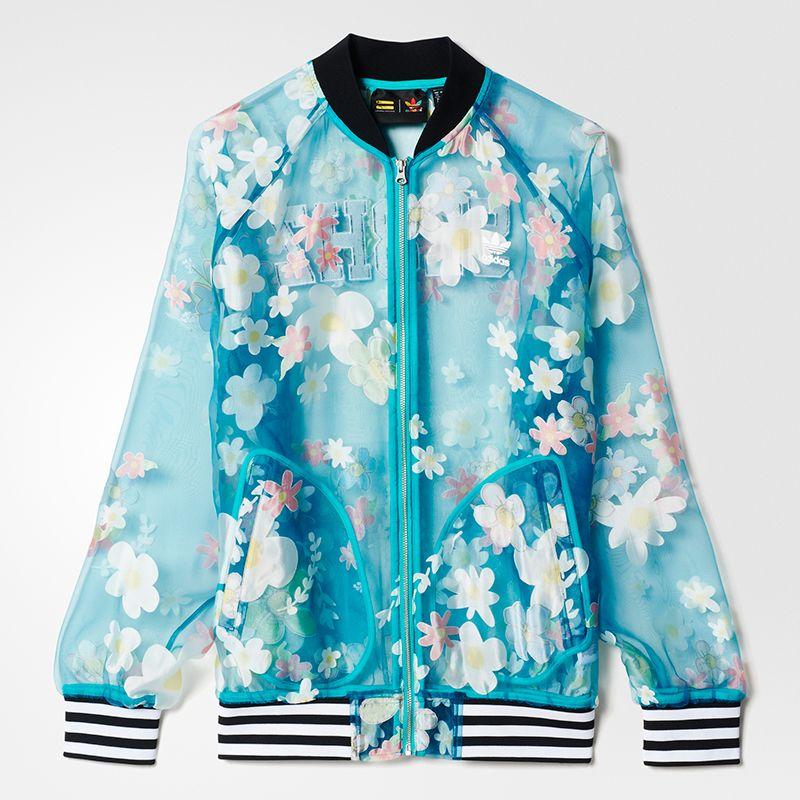 <p>In tulle con fiori applicati, Adidas. </p>
