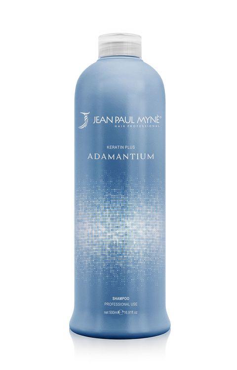 <p>Caldo, mare, sudore possono rendere i <strong>capelli crespi</strong>: per sfuggire a una chioma indomabile, opta per uno shampoo anticrespo. Qui: Shampoo lisciante professionale, <strong>Adamantium</strong>.</p>