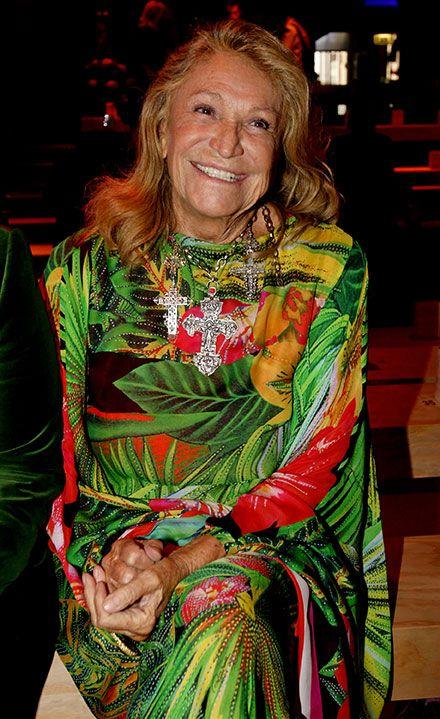 <p>Marta Marzotto amava scegliere <strong>abiti colorati</strong>, come se fossero una tela dipinta: quasi impossibile averla vista in nero. </p>