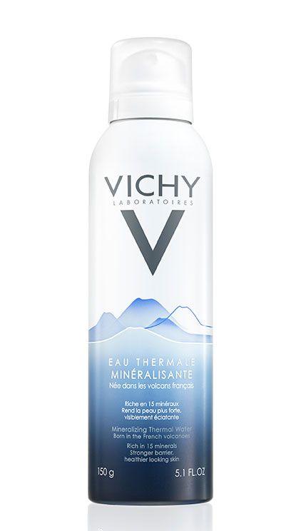 <p>Per sfuggire alle alte temperature, porta sempre con te un'acqua termale da spruzzare sul viso: qui, Eau Thermale Minéralisante, <strong>Vichy</strong>.</p>