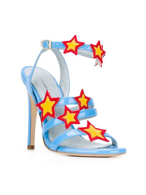 """<p><a href=""""http://www.gioia.it/moda/scarpe/consigli/g1034/sandali-tacco-basso-moda-estate-2016/"""">Sandalo</a> funny,<strong> Chiara Ferragni.</strong></p>"""