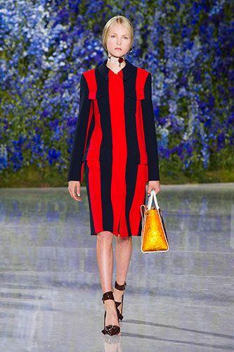 """<p>Abito <a href=""""http://www.gioia.it/moda/tendenze/news/g183/tendenze-moda-estate-2016-righe-idee-abiti-lunghi-e-corti-primavera-estate-2016/"""">maxirigato</a>,<strong> Dior.</strong></p>"""