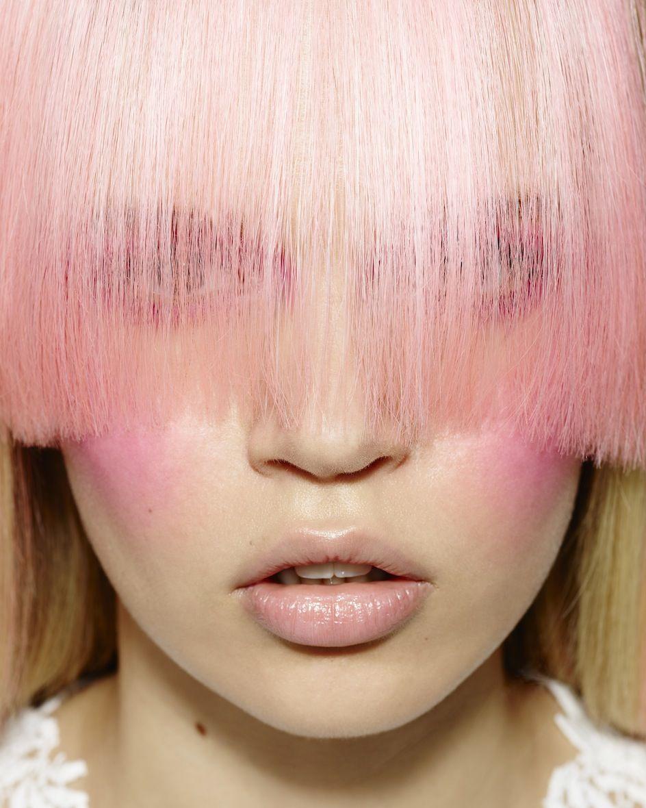 """<p>Quando si deve cambiare il colore o si vogliono fare i contrasti perché, dopo avere effettuato il disegno del taglio, i giochi di colore si posizionano con più precisione se la chioma è asciutta.</p><p>Oppure quando si vuole creare un <a href=""""http://www.gioia.it/bellezza/capelli/suggerimenti/g726/capelli-mossi-tutorial-onde/"""">look spettinato</a>, che non è legato ad effetti di styling particolari. </p><p><br></p>"""