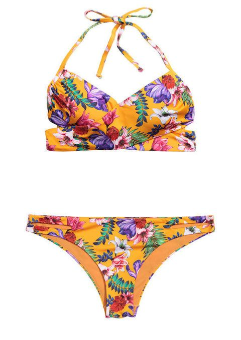 """<p><a href=""""http://www.gioia.it/moda/abbigliamento/g1116/bikini-a-fascia-sottogiacca-moda-estate-2016/"""">Bikini</a> effetto tropicale, <strong>H&M</strong>.</p>"""